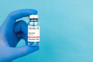 Empresa pode demitir quem recusar a vacina, diz presidente do TST